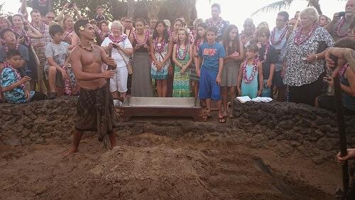 Kalua Imu desenterrando