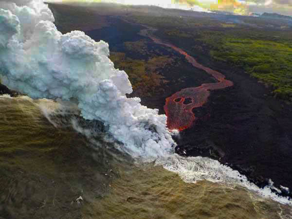 Kilauea Lava Hits the Ocean