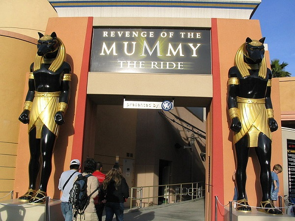 Revenge_of_the_Mummy_the_Ride_entrance_Universal_Studios