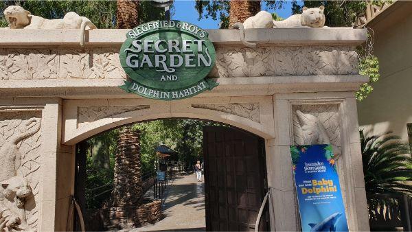 Siegfried & Roy's Secret Garden and Dolphin Habitat, Mirage Las Vegas Review