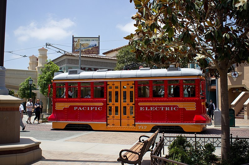 Red_Car_Trolley_side_on_California_Adventure