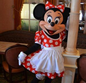 Meeting Minnie Mouse at Minnie & Friends: Breakfast in the Park