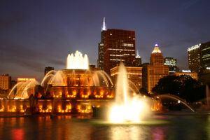 Buckingham Fountain in Chicago at night