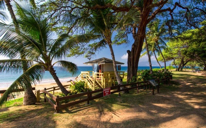 Kamaole III Beach Life Guard Hut